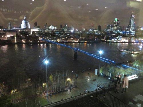 uitzicht vanuit 6e verdieping Tate Modern in London december 2013